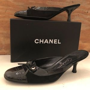 CHANEL BLACK SUEDE & PATENT LEATHER SLIP ON MULES